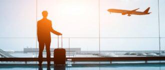 мужчина в аеропорту
